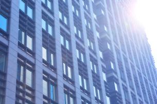 高層ビルの窓の写真素材 [FYI01463369]