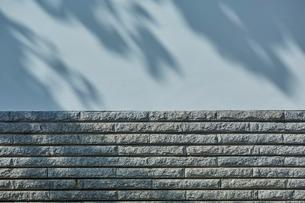 白壁と石レンガの壁の写真素材 [FYI01463387]