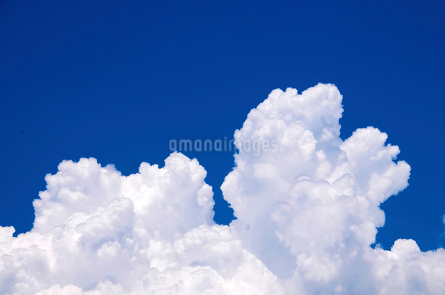 青空と入道雲の写真素材 [FYI01463568]