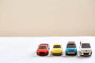 四台のミニカーの写真素材 [FYI01463910]