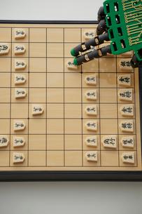 将棋をするロボットの手の写真素材 [FYI01464241]