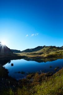秋の砥峰高原の朝の写真素材 [FYI01464308]