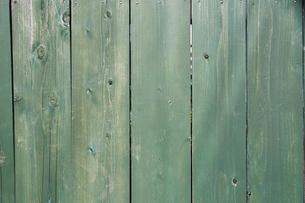 緑に塗られた木の壁の写真素材 [FYI01464562]