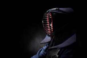 剣道着を着た男性の横顔の写真素材 [FYI01464616]