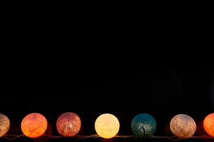 複数の丸いライトの写真素材 [FYI01464772]