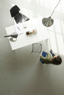 オフィスデスクの俯瞰の写真素材 [FYI01464823]