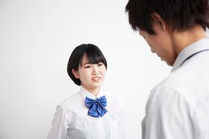 女子高生に告白する男子高生の写真素材 [FYI01465371]