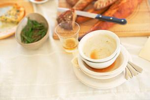 食後のテーブルの写真素材 [FYI01465605]