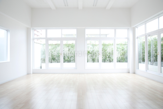 シンプルな部屋のイメージの写真素材 [FYI01465981]