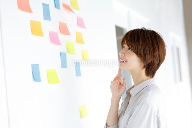 ビジネスウーマンイメージの写真素材 [FYI01468914]