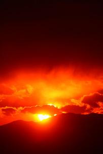 燃える夕焼けの写真素材 [FYI01469851]