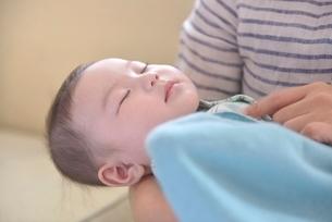 赤ちゃんの寝顔の写真素材 [FYI01470989]