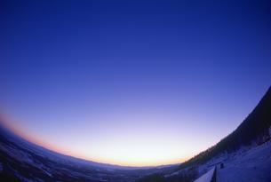 扇ヶ原展望所より望む十勝平野冬景色の写真素材 [FYI01471048]