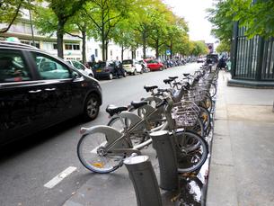 コインで借りる乗り捨て自由のレンタル自転車の写真素材 [FYI01471081]