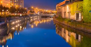 小樽運河夕暮れの写真素材 [FYI01471257]