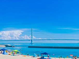 青空の明石海峡大橋と夏雲の写真素材 [FYI01471267]