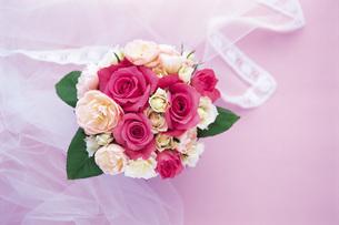 りぼんと花束の写真素材 [FYI01471317]