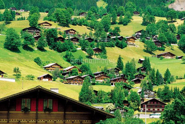 スイス山間の村の写真素材 [FYI01471593]