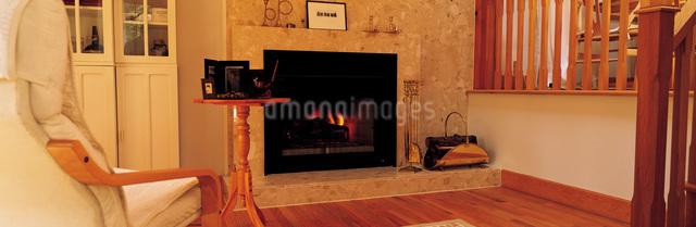 暖炉とソファーの写真素材 [FYI01471785]