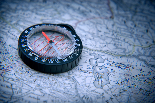 古地図とコンパスの写真素材 [FYI01471985]