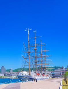帆船日本丸と快晴の神戸港の写真素材 [FYI01472048]