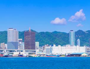 六甲山系の山並みと神戸市街の写真素材 [FYI01472171]