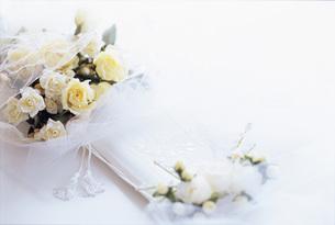 白のブーケの写真素材 [FYI01472193]