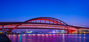 夕暮れの神戸大橋とモザイク遠望の写真素材 [FYI01472220]