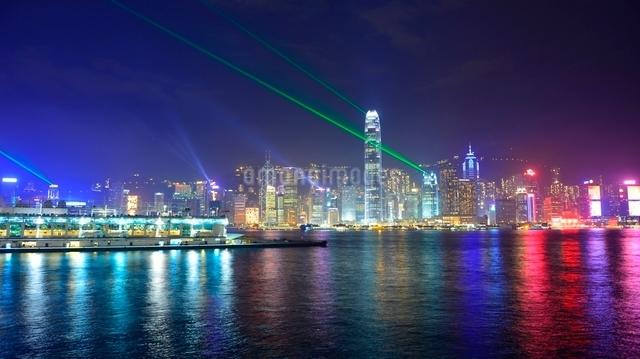 香港の夜景とシンフォニーオブライツの写真素材 [FYI01472241]