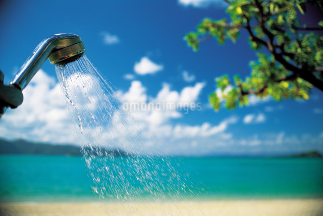 ビーチとシャワーの写真素材 [FYI01472275]