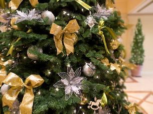 光のクリスマスツリーの写真素材 [FYI01472334]