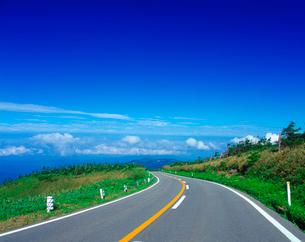雲上の道の写真素材 [FYI01472409]