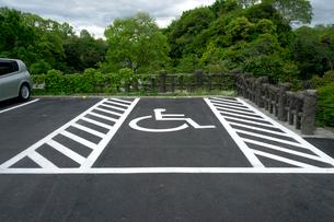 身体障害者 駐車マークの写真素材 [FYI01472435]