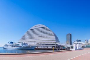 快晴のメリケンパーク 神戸港150周年リニューアルの写真素材 [FYI01472486]