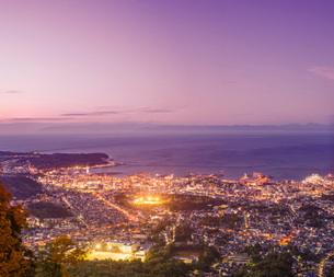 天狗山より夕暮れの小樽市街遠望の写真素材 [FYI01472545]
