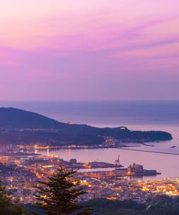 毛無山より夕暮れの小樽市街遠望の写真素材 [FYI01472813]