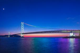 明石海峡大橋夕景の写真素材 [FYI01472911]