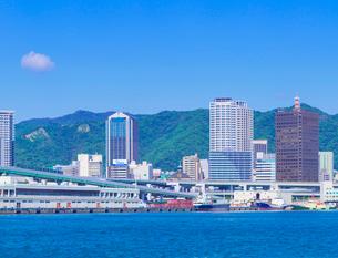 六甲山系の山並みと神戸市街の写真素材 [FYI01473004]