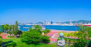 新緑と神戸港の写真素材 [FYI01473216]