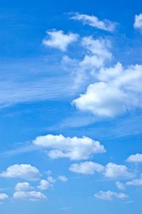 青空と雲(10月)の写真素材 [FYI01473663]