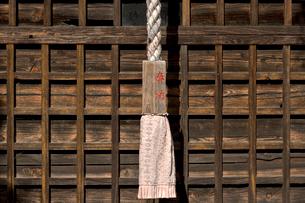 神社の鈴紐の写真素材 [FYI01474269]