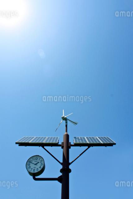 野外ソーラー時計の写真素材 [FYI01474354]