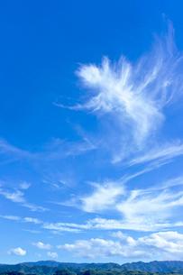 青空と雲と山並みの写真素材 [FYI01474505]
