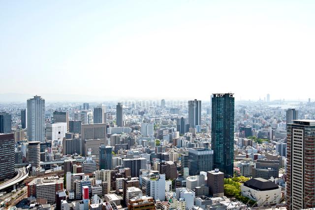 梅田ビル群と大阪市街の写真素材 [FYI01474956]