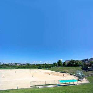 住宅街の野球場の写真素材 [FYI01475036]
