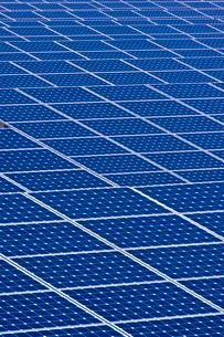 岬 太陽光発電所の写真素材 [FYI01475342]