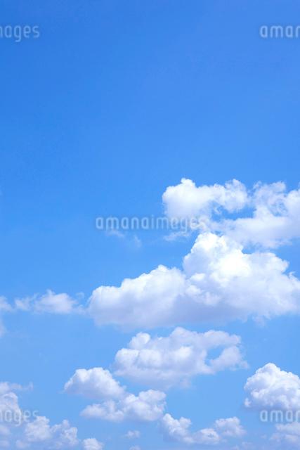 青空と雲の写真素材 [FYI01475403]