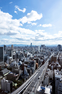 大阪難波,天王寺方面のビル群と阪神高速道路の写真素材 [FYI01475592]