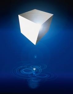 立方体の輝きと波紋のアブストラクト(青)  CGのイラスト素材 [FYI01475608]