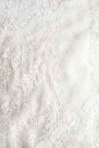 細かな刺繍をほどこした布とレースの写真素材 [FYI01476472]